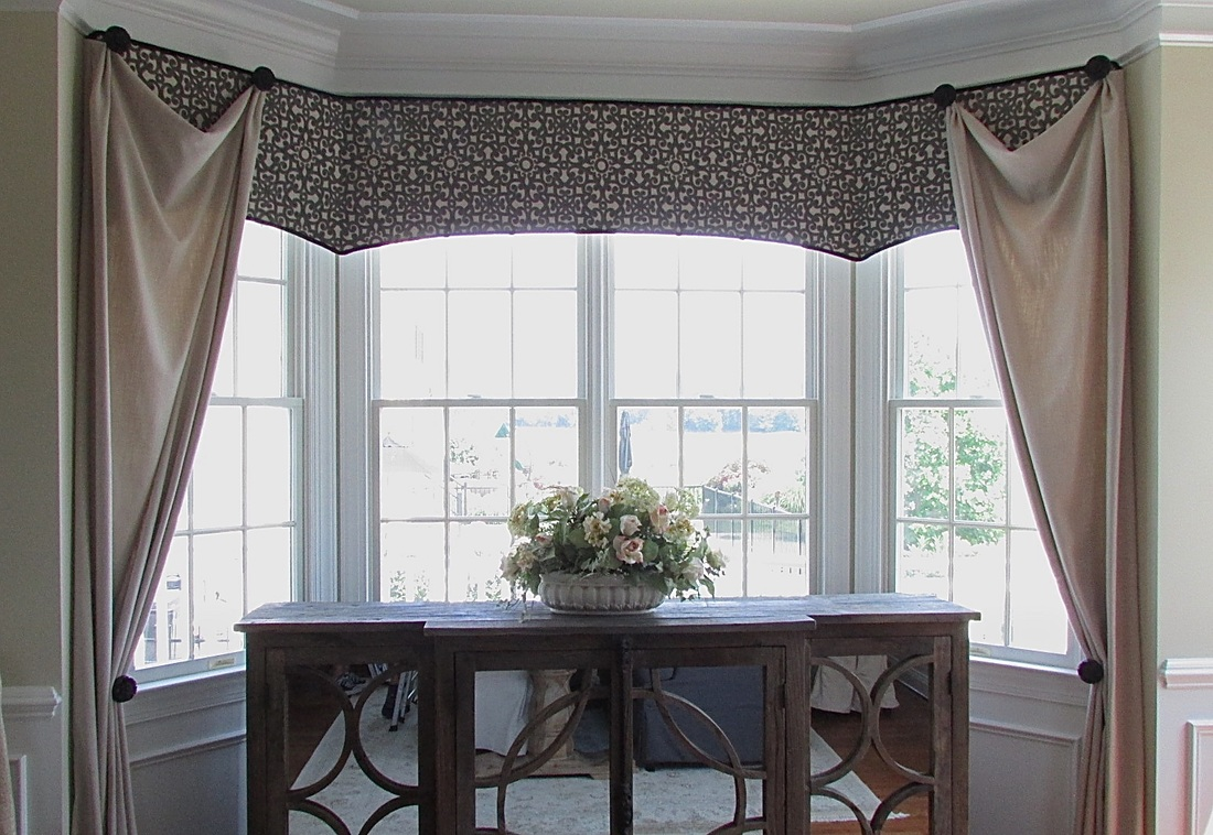 Arched Cornice In Dining Room Bay Window